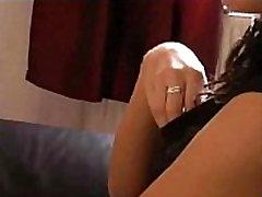 Mėgėjų žmona masturbates ir gauna pakliuvom namų