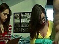 draugas mergaitės žaidžia su dildo dick