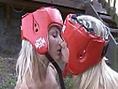 Gaišmatis teen bokseri mīlestība strap-on seksu!