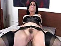 Mature slut gets cumshot