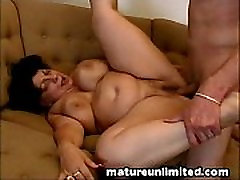 Mature slut gets fuck.