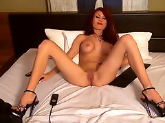Redhead webcam babe Berrenicexx posing nude
