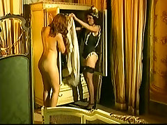 Vintage stupit aunty from Italy showing hot MILF having anal