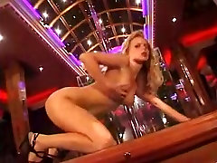 Hot babe used to fuck large sex toy