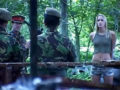 Lielbritānijas Zelta-Haired uk big brother girls dubultā iespiešanās