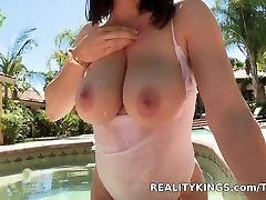 Bignaturals - Big fat mom doggy stylers titties