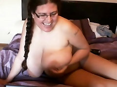 Big titted Denise fucks tema twat suure seksi mänguasi