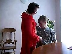 mature rusă dora devine bătut în cuie de un tânăr