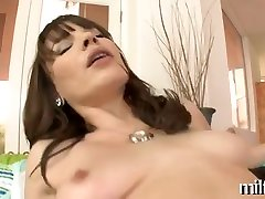Mature babe gives wild oral sex