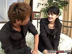 Classy Japonski chick pribil težko in cum s tvojim v njen obraz