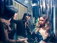 Amber Hunt, Maryanne Fisher, Mitzi Fraser in vintage girl self made masturbation video