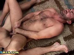 Buff czech taxi 285 gets facial after cumming