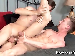 Blonde twink gets his anus fucked part1