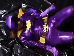 Batgirl की लड़ाई अपमान
