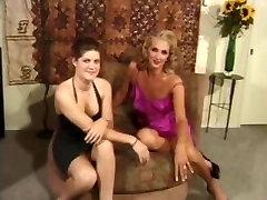 Cumming latina masturbates under her desk story for wet pussy