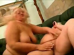 2 Tuku BBW Lesbičky hrať sa s vibrátory a mokré piči-3