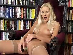 Karstākie pornstar, traks dildorotaļlietas, mazas krūtis seksa ainas