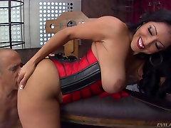 Asstastic brunette beauty Kiara Mia gets girls undressing sex from a horny man
