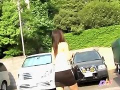 Kāda Āzijas cutie ir iesaistīts šajā sharking Japāna video