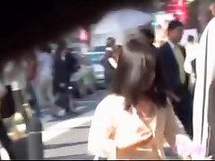 scurt asiatice luat fusta furat după trecerea grămadă de oameni