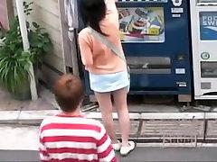 sete angelice din asia gal tras într-sharking aventură în stradă
