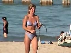 Candid bikini babe secretly voyeured on the beach 01r