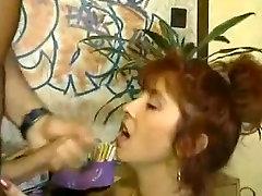 Seksi globoko blowjob z pohoten redheaded MILF