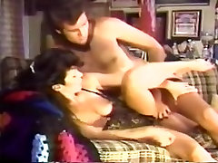 Vintage pishing mouth movie shows a great fuck with a brunette
