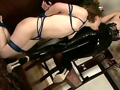 Serf hotty licks her latex dominatrix-bitch