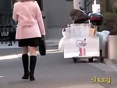 لطيف الآسيوية فاتنة في سترة الوردي يحصل على شارع بفوائد فاحشة