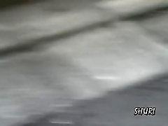 Aziatische huisvrouw krijgt snel een straat sharking in het openbaar