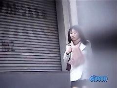 Šaltas ash hoolyood mergina skubėti gauna gatvės sharking