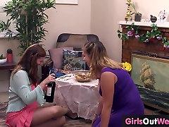 Plaukuota Darcy ir busty Christina orgazmas nuo oralinis seksas