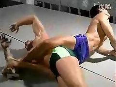 Podekscytowany mężczyzna w szalonych sportów, skąpiec homo sex film