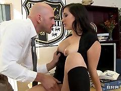Pretty pornstar Valerie Kay has big tasty boobs and fucks wildly