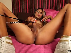 Sexy chocolate tranny with amazing ass