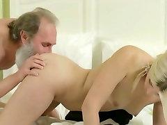 jaunų šviesiaplaukė su porny littl mokytojas