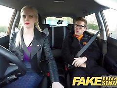 Fake autokoulu isot tissit karvainen tussu opiskelija squirt ja creampie