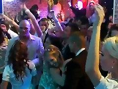 Viliojanti brides sušikti visuomenės