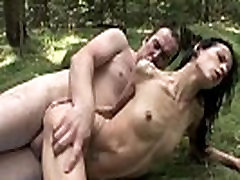 Skinny wird im Wald gefickt - MORE VIDEOS: amateur-porn-club.com