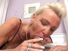 Seks-bomba бабулька fucks mladog дрочера
