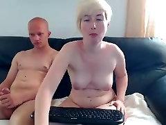סקסית חמה להקניט לבן גדול בתחת כלבה
