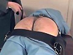 Uniformirani femdom spanks tiedup sub težko