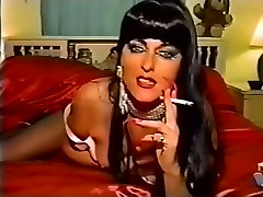 doamnă matură unghii lungi nefumători