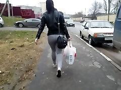 Big ass gatvėje