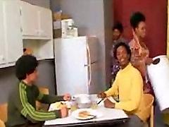 afro-juoda diskoteka parodija