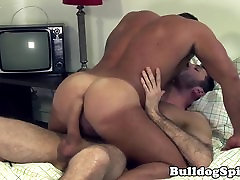 Muscle mainkan vidio vorno barebacked and jizzed by big cock
