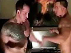 YOUNG BODYBUILDER FUCKING A Mature BODYBUILDER, DELICIOUS