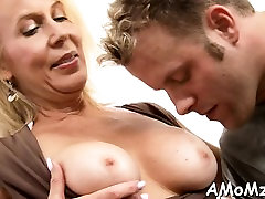 Guy stuffs mouth and juicy twat of stap mom fuck sun babe with dong