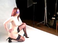 Carla seance vintage choque nue devant le photographe 2